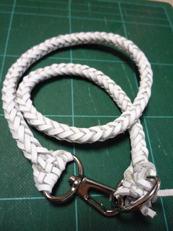 革紐を編んでみた:8つ組み編み: 備忘ぶ録